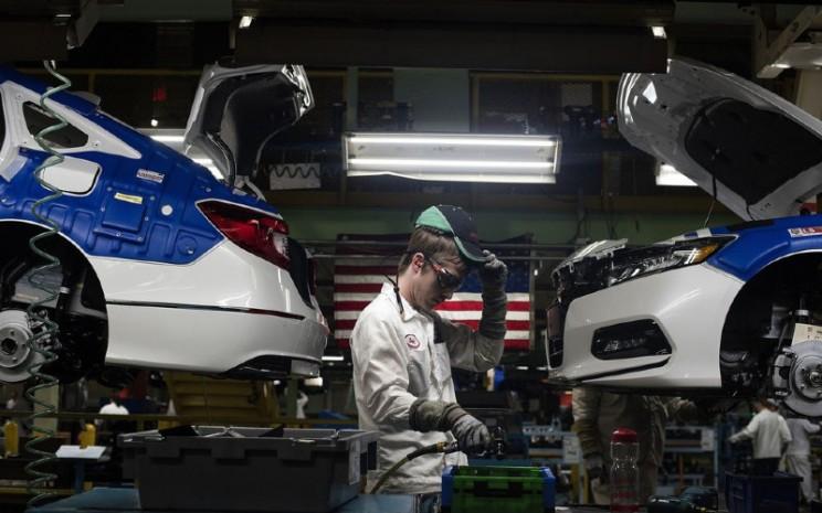 Seorang pekerja di Pabrik Honda America Manufacturing Inc. di Marysville, Ohio.  - Bloomberg