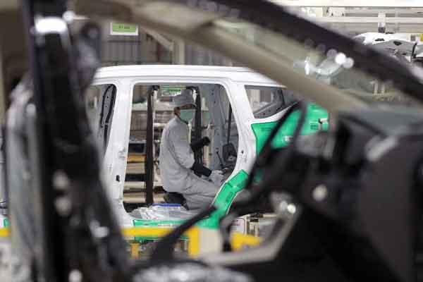 Selain memproduksi Xpander, pabrik Mitsubishi di Greenland International Industrial Center (GIIC) Deltamas juga menjadi tempat kelahiran model lain seperti Pajero Sport dan kendaraan komersial Colt L 300 dan T 120 SS.