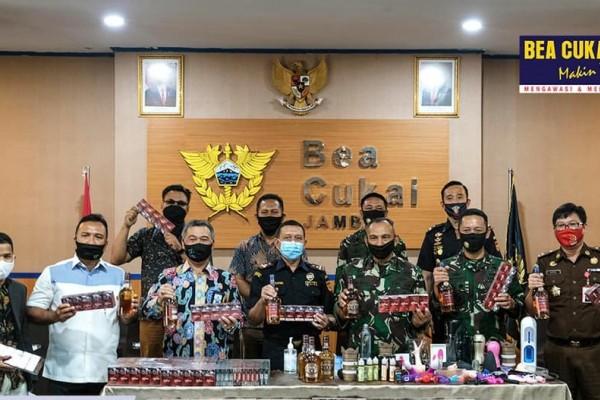 Bea Cukai Malang dan Bea Cukai Jambi Musnahkan Barang-barang Ilegal Bernilai Miliar Rupiah