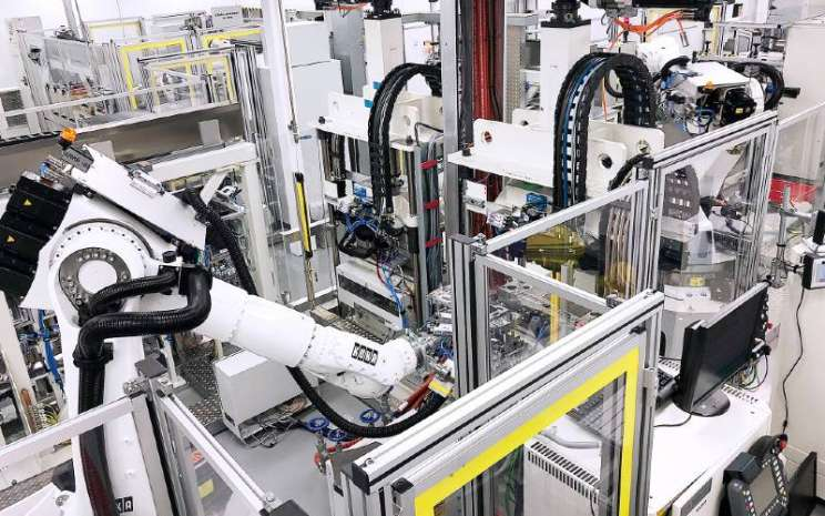 Proses produksi industri konvensional tidak dapat langsung ditransfer ke tumpukan sel bahan bakar yang sangat kompleks dan sangat sensitif. DAIMLER