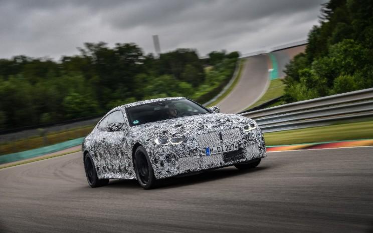 Bersama BMW M4 Coup, BMW M3 Sedan menjalani uji dinamika.  - BMW