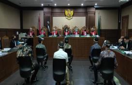 Terdakwa Kasus Jiwasraya Reaktif Covid-19, Petugas Ber-APD Tampak di Pengadilan