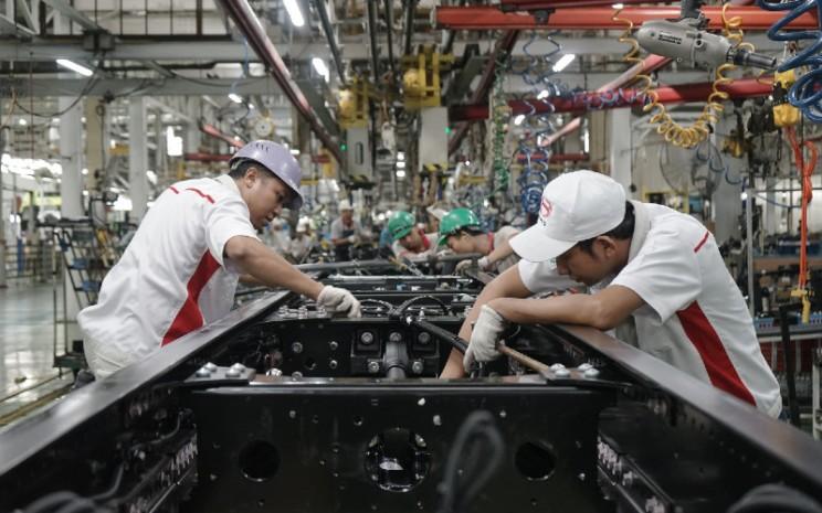 Sepanjang kuartal pertama 2020, produksi kendaraan di pabrik Hino di Karawang, Jawa Barat, turun 19% menjadi hanya 8.387 unit. Adapun penjualan ritel anjlok 43% menjadi hanya 4.637 unit. HINO