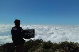 New Normal, Pendaki Gunung Cikuray Abaikan Protokol…