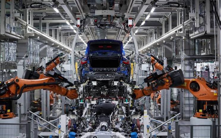 BMW Seri 4 Coup di jalur perakitan di Pabrik Dingolfing.  - BMW