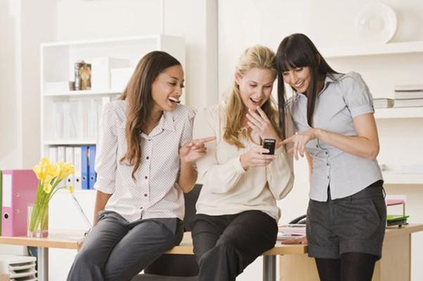 Rekan kerja yang toxic bisa menurunkan motivasi kerja - Popsugar