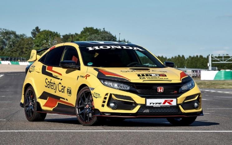 Honda Civic Type R Limited Edition Jadi Official Safety Car WTCR 2020. Sejak diluncurkan pada Februari di JAS Motorsport Milan, Civic Type R Limited Edition adalah salah satu dari dua varian baru yang akan ditambahkan pada jajaran Type R untuk tahun 2020 sebagai versi ekstrim dari hatchback ikonik yang dibuat hingga saat ini.  - HONDA