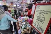 LARANGAN KANTONG PLASTIK : Lancar di Ritel, Mampat di Pasar Rakyat