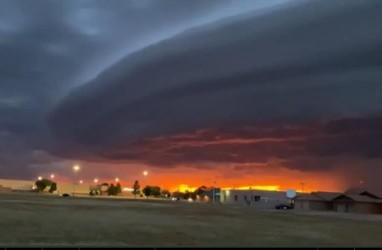 Aneh, Awan Seperti UFO Menggantung di Kota New Mexico
