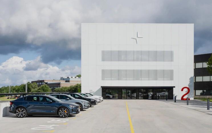 Polestar memulai pengiriman Polestar 2, fastback kinerja listrik, di sepuluh pasar peluncuran global selama musim panas 2020. - POLESTAR