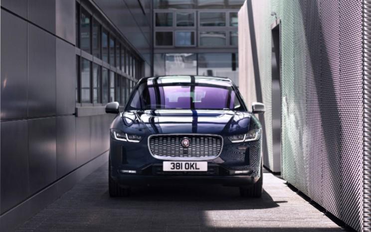 Sejak debutnya, I-PACE telah memenangkan lebih dari 80 penghargaan global, termasuk 2019 World Car of the Year, World Car of the Year dan World Green Car, memperkuat statusnya sebagai mobil listrik terbaik dari jenisnya.  - JAGUAR\\n