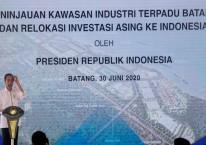 Presiden Joko Widodo memberikan sambutan saat meninjau Kawasan Industri Terpadu Batang dan Relokasi Investasi Asing ke Indonesia, di Kedawung, Kabupaten Batang, Jawa Tengah, Selasa (30/6/2020)./Antara - Harviyan Perdana Putra