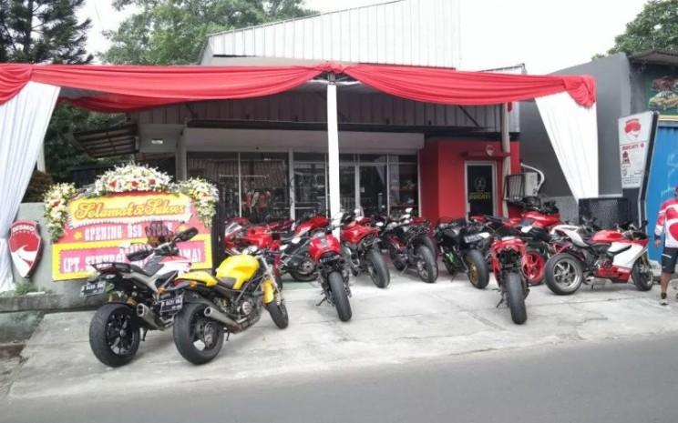 DSO Store 1 yang berlokasi di Jalan Lebak Bulus I No. 1 Cilandak Barat, Jakarta Selatan, ini akan memberikan kemudahan untuk mendapatkan apparel berkualitas dan juga aksesoris yang terjamin keasliannya.  - DSO/ANTARA