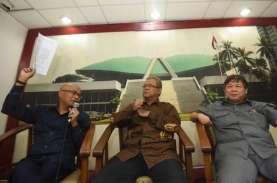Komisi III DPR Desak Mahfud MD Teken SK Perpanjangan…
