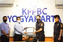 Beri Pelayanan Prima di Yogyakarta International Airport, Bea Cukai Terima Penghargaan