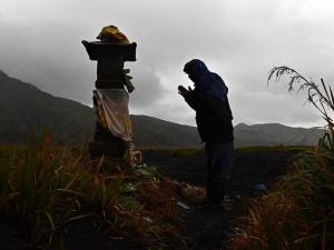 Suku Tengger Bromo Gelar Ritual Yadnya Kasada di Tengah Pandemi Covid-19
