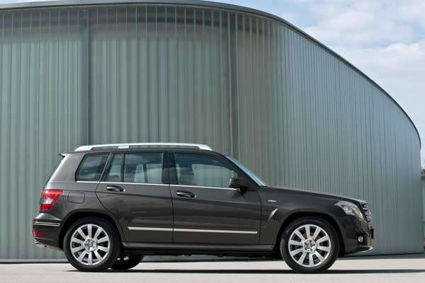 Mercedes-Benz GLK-Class, GLK 220 CDI BlueEFFICIENCY with rear-wheel drive and six-speed manual transmission. - DAIMLER