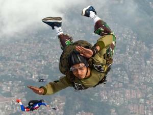 Prajurit Yon Taifib 1 Korps Marinir TNI-AL Lakukan Terjun Bebas