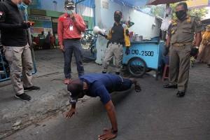 Tidak Patuhi Protokol Kesehatan, Warga di Surabaya Dikenakan Hukuman Sosial