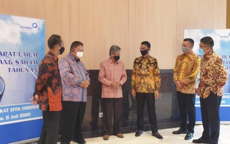 Jajaran Komisaris dan Direksi Pefindo setelah pelaksanaan RUPST 2020 dari kiri ke kanan: Bambang Indiarto (Komisaris), Iqbal Latanro (Komisaris), Sjamsul Arifin (Komisaris Utama), Salyadi Saputra (Direktur Utama), Hendro Utomo (Direktur Pemeringkatan) dan Ignatius Girendroheru (Direktur Kepatuhan). Istimewa