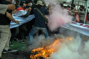 Anies Baswedan Terbitkan Izin Reklamasi, Balaikota Digeruduk Demonstran