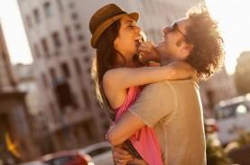 10 Alasan Laki-Laki Jatuh Cinta pada Perempuan