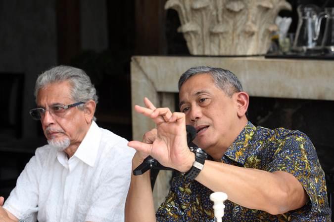 Presiden Direktur PT Bumi Resources Tbk  Saptari Hoedjaja (kanan), didampingi  Direktur Dileep Srivastava memberikan penjelasan mengenai kinerja perusahaan di Jakarta, Selasa (12/2/2019). - Bisnis/Dedi Gunawan