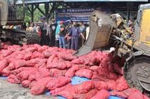 Bea Cukai Bengkalis Musnahkan 11 Ton Bawang Merah Ilegal