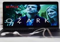Akhir pemblokiran Netflix disebut memanaskan persaingan bisnis konten termasuk dengan emiten. (Gabby Jones/Bloomberg)