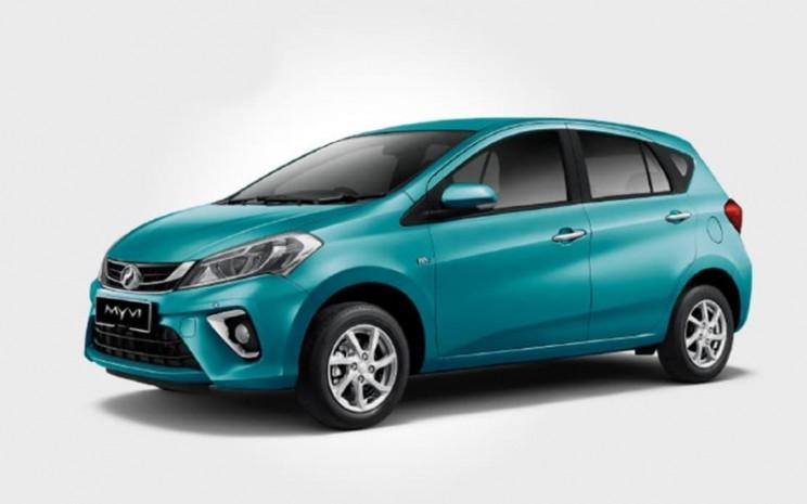 Perodua Myvi berwarna Peppermint Green Metalic. Warna ini hanya untuk varian mobil bermesin 1,3 liter.  - PERODUA