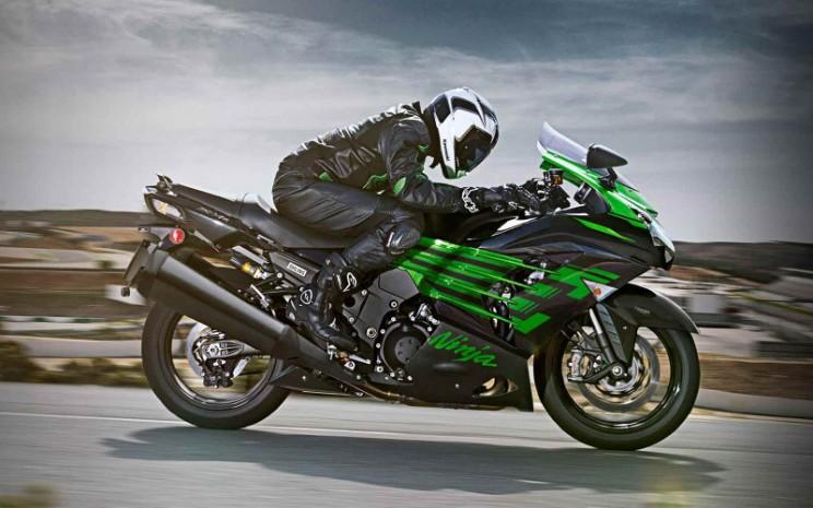Kawasaki Ninja ZX-14R adalah King of the Quarter Mile bermesin mesin 1.441cc dengan elektronik onboard premium. - Kawasaki \\n\\n