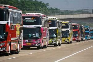 Bus Pariwisata Konvoi Di Tol Untuk Sosialisasikan Tur Wisata New Normal