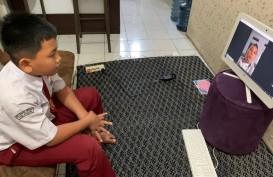 Hari Pertama Sekolah di Jabar Digelar Secara Daring