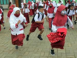 Terbatasnya Jaringan Telkomunikasi, SD di Konawe Sulawesi Tenggara Terpaksa Lakukan Pembelajaran di Sekolah