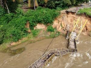 Jembatan Gantung di Gorontalo Putus Tergerus Arus Sungai
