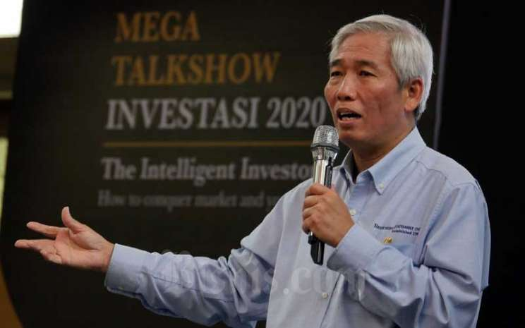 Investor saham yang dijuluki Warren Buffett Indonesia Lo Kheng Hong memaparkan materinya pada acara Mega Talkshow Investasi 2020 di Aula Barat Institut Teknologi Bandung (ITB), Bandung, Jawa Barat, Sabtu (7/3/2020). Bisnis - Rachman