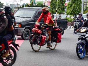 Mahir Abdullah Keliling Indonesia Dengan Mengayuh Sepeda