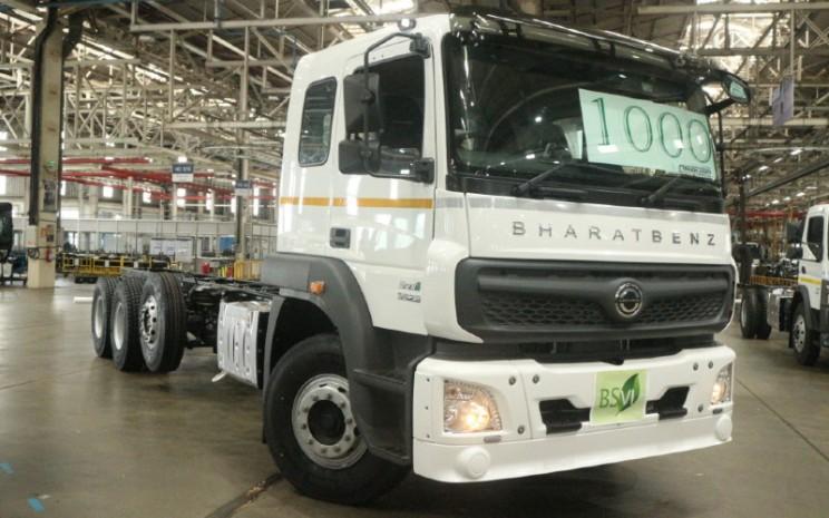 BharatBenz HDT. DICV merayakan tonggak produksi untuk model 4228R yang diperbarui, sebuah truk yang secara tradisional menjadi salah satu unit dengan penjual volume tinggi perusahaan.  - Daimler
