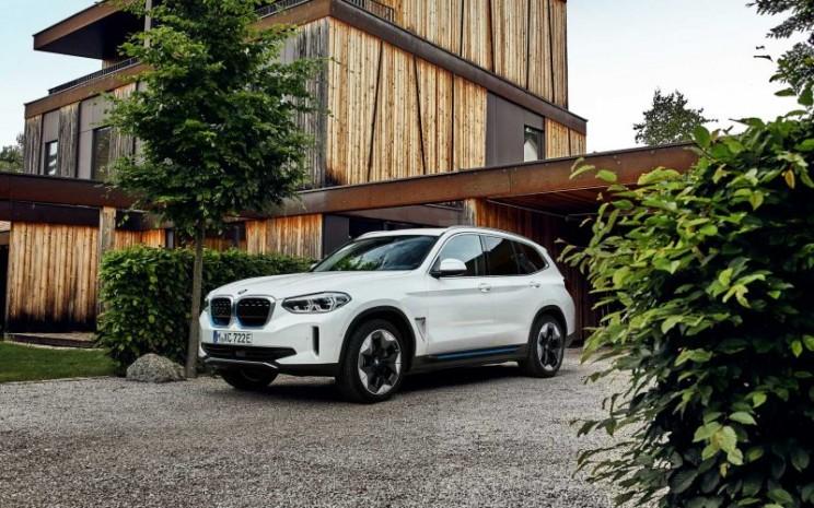 BMW iX3.  - BMW