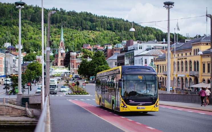 Bus Listrik Volvo yang dioperasikan oleh Vy Buss di Norwegia.  -  VOLVO BUSES