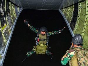 Latihan Terjun Malam Pasukan Batalyon Intai Amfibi 1 Korps Marinir TNI AL