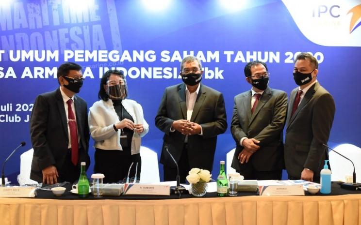 Dewan Direksi PT Jasa Armada Indonesia Tbk. (IPCM) berpose usai rapat umum pemegang saham, Rabu (15/7/2020). Selain mengganti komisaris dan direksi, RUPS memutuskan penggunaan laba untuk dividen sebesar 75 persen. - IPCM