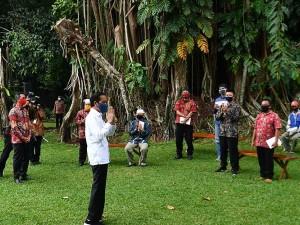 Presiden Joko Widodo Serahkan Bantuan Modal Kerja Untuk Pedagang Kecil