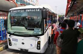 Demo Tolak RUU Cipta Kerja di DPR, Transjakarta Setop dan Alihkan Rute