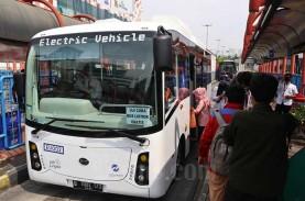 Demo Tolak RUU Cipta Kerja di DPR, Transjakarta Setop…