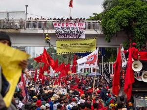 Demo Menolak Omnibus Law Digelar di Sejumlah Daerah di Indonesia