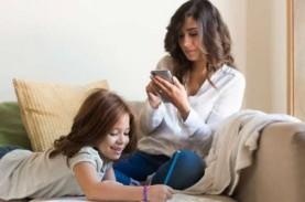 Penelitian Ungkap Bermain Ponsel di Depan Anak Tidak…
