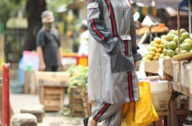 Fashion Terinspirasi APD dari Eko Tjandra dan Fey Kayo