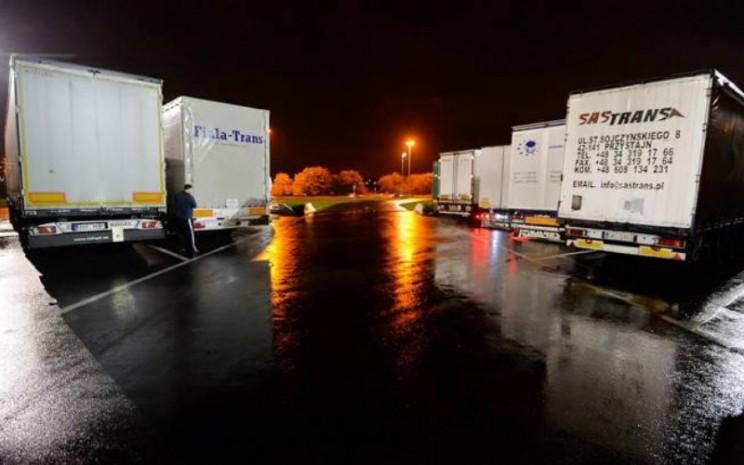 Standar area parkir truk mesti memenuhi kebutuhan dekarbonisasi sektor transportasi darat.  - ACEA