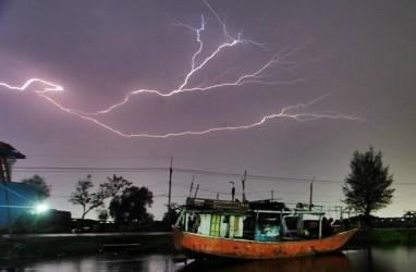 Ngeri, BMKG Deliserdang Catat Puluhan Ribu Petir Terjadi di Sumut
